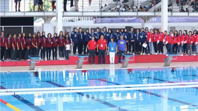 Podium medali cabang polo air putri Indonesia Open Aquatik Championship 2019