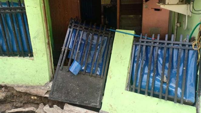 Rumah nyaris ambruk di Matraman imbas pengerjaan proyek saluran air DKI