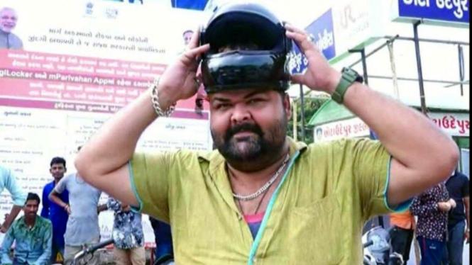 Zakir, pria India yang memiliki ukuran kepala lebih besar dari helm