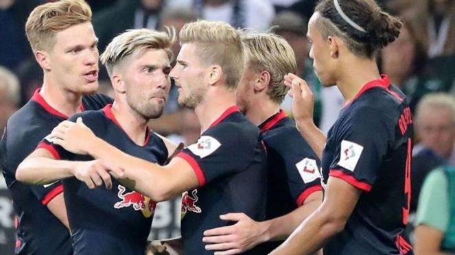 Para pemain RB Leipzig merayakan gol Timo Werner (ketiga dari kanan)