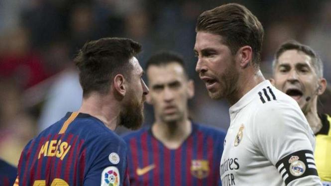 Kapten Barcelona, Lionel Messi, dan kapten Real Madrid, Sergio Ramos