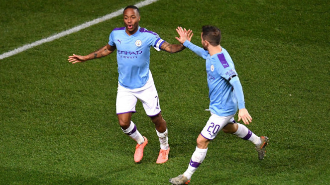 Winger Manchester City, Raheem Sterling, merayakan gol ke gawang Oxford United