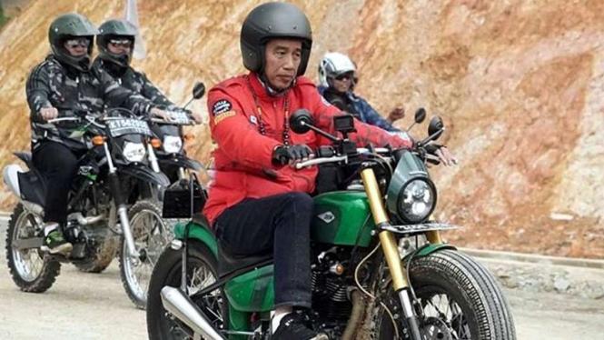 Presiden Jokowi naik motor custom ke perbatasan negara