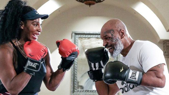 Petenis Serena Williams berlatih tinju dengan Mike Tyson