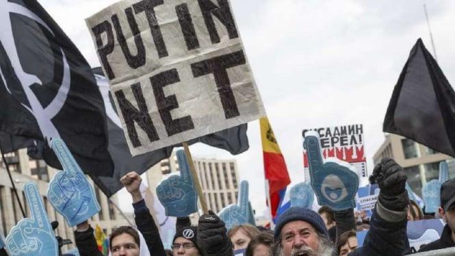 Aksi demonstrasi menentang Presiden Rusia Vladimir Putin.