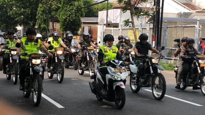 Khofifah, Kapolda dan Pangdam patroli ke gereja di Surabaya