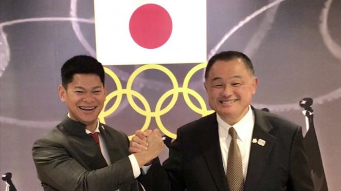 Ketua Komite Olimpiade Indonesia, Raja Sapta Oktohari (kiri)