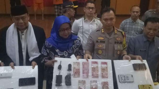Forkompimda Bogor mengungkapkan kasus dugaan prostitusi berkedok kawin kontrak.