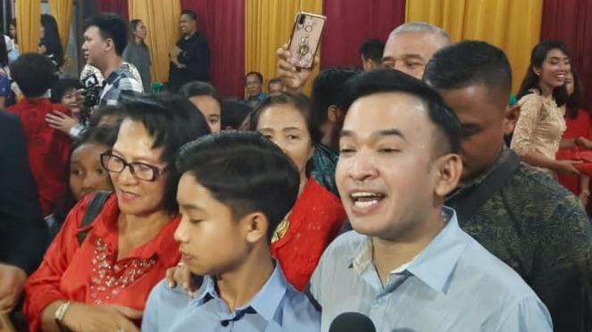 Ruben Onsu dan keluarga di GBI Mutiara, Bekasi