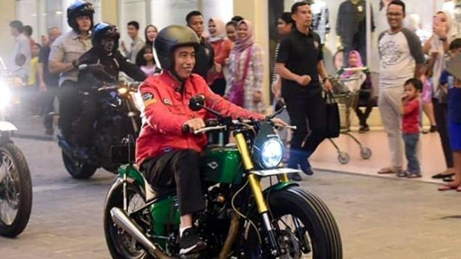 Jokowi Naik Motor Lagi, Kali Ini Acaranya Spesial