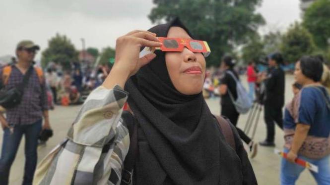 Kacamata khusus Gerhana Matahari.
