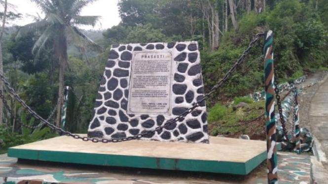 Tugu prasasti sebagai peringatan perjuangan pahlawan. Foto: Satrio Mur Bayu