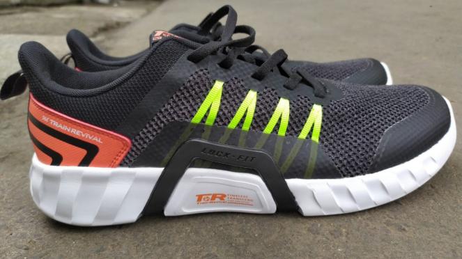 Sepatu Iron Fit, 361