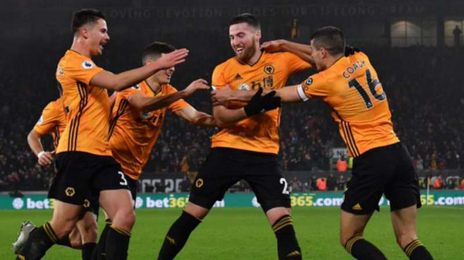 Pemain Wolverhampton Wanderers rayakan gol ke gawang Manchester City.