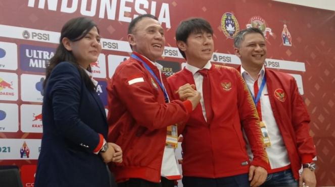 Ketum PSSI, Mochamar Iriawan dan pelatih Timnas Indonesia, Shin Tae Yong