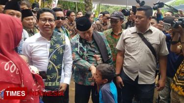 https://thumb.viva.co.id/media/frontend/thumbs3/2019/12/28/5e0743c5c4da6-di-kabupaten-malang-menteri-desa-pdtt-komitmen-atasi-desa-tertinggal_375_211.jpg