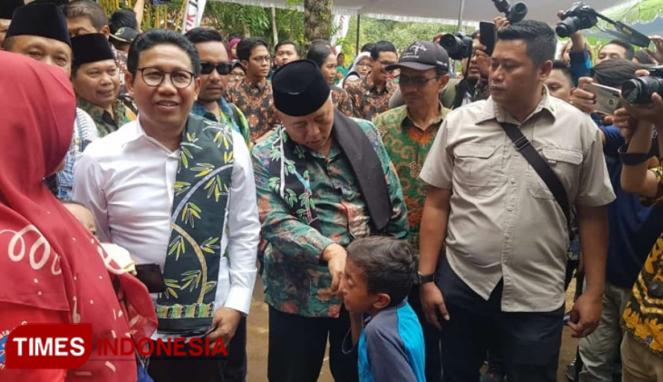 https://thumb.viva.co.id/media/frontend/thumbs3/2019/12/28/5e0743c5c4da6-di-kabupaten-malang-menteri-desa-pdtt-komitmen-atasi-desa-tertinggal_663_382.jpg