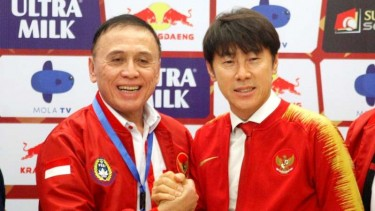 Ketua Umum PSSI, Muhammad Iriawan bersama pelatih Timnas Indonesia, Shin Tae-yong.