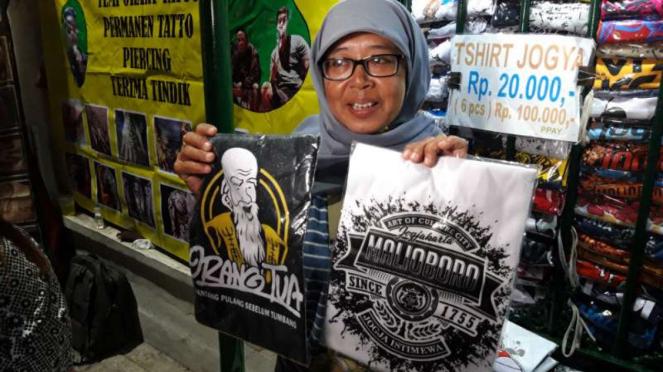 Pedagang kaos di Yogyakarta.