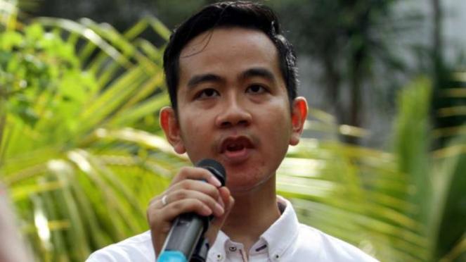 Putra sulung Jokowi, Gibran Rakabuming Raka, melakukan orasi.