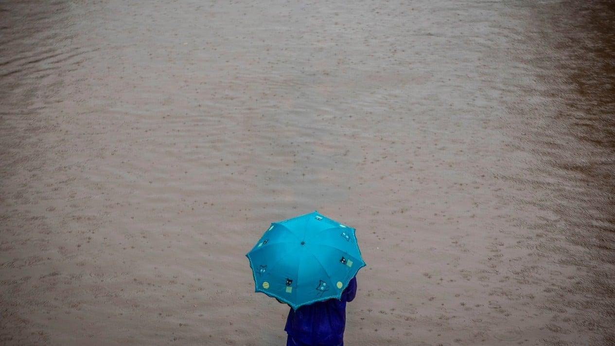 Hujan deras dan Banjir melanda Jakarta.