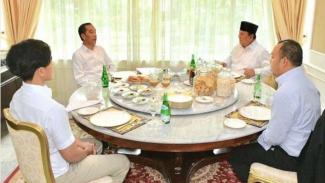 Prabowo Tamu Perdana Jokowi, Warganet: Banjir Tamu Pertama Kami