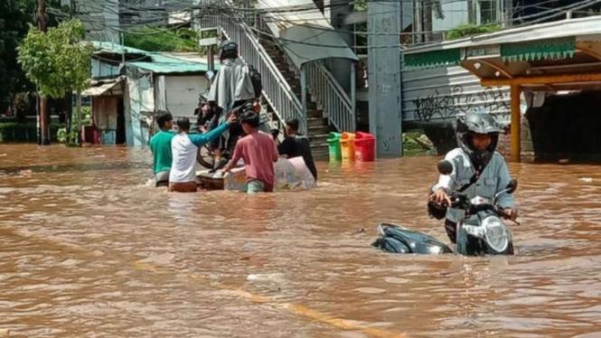 Banjir di kawasan Daan Mogot, Jakarta Barat pada Kamis, 2 Januari 2020.