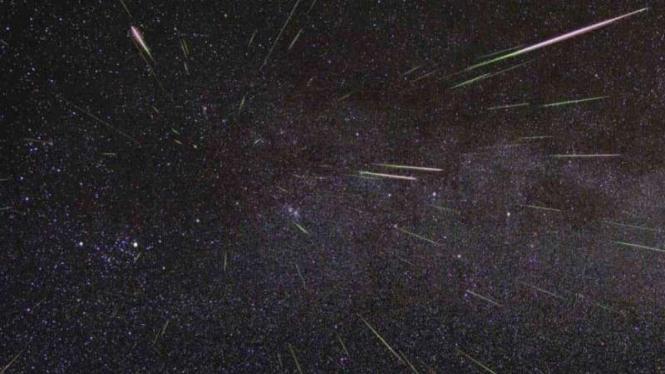 Hujan meteor.