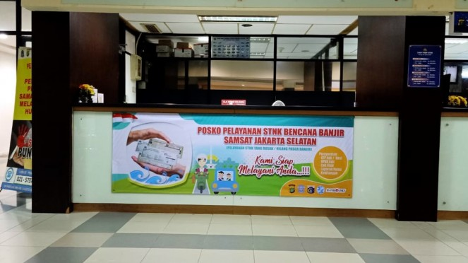 Posko layanan STNK bencana banjir di wilayah Polda Metro Jaya