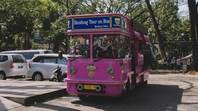 Bandung Tour On Bus, Photo By IG : @atullalaland