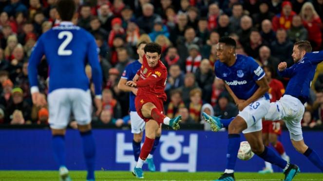 Pemain Liverpool, Curtis Jones saat melawan Everton