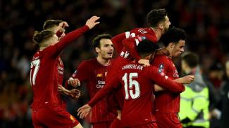 Pemain Liverpool merayakan gol Curtis Jones ke gawang Everton