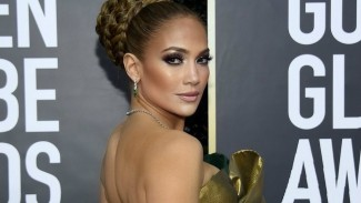 Jennifer Lopez di karpet merah Golden Globes 2020