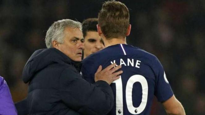 Jose Mourinho dan Harry Kane.