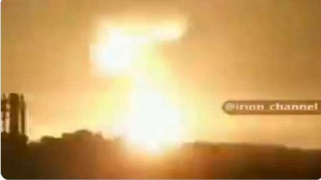 Cuplikan ledakan pangkalan militer AS di Irak setelah digempur rudal Iran 8 Januari 2020.
