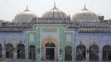 https://thumb.viva.co.id/media/frontend/thumbs3/2020/01/09/5e16e54cdd2f2-masjid-india-biayai-dan-jadi-tempat-menikah-pasangan-hindu_375_211.jpg