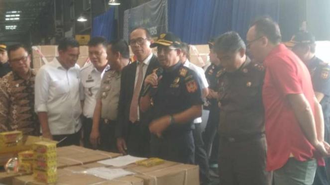 Konferensi pers bersama tentang Penindakan Barang Impor Tiruan di Terminal Peti