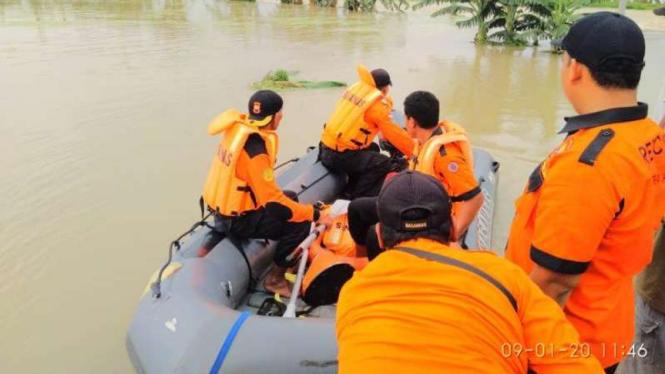 Ilustrasi tim SAR mencari warga yang tenggelam. (Foto ilustrasi).