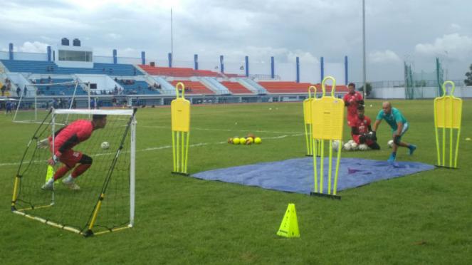 Sesi latihan kiper Persib Bandung bersama Luiz Passos