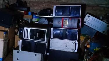 https://thumb.viva.co.id/media/frontend/thumbs3/2020/01/11/5e194b2e04624-tips-sederhana-membeli-komputer-bekas_375_211.jpg