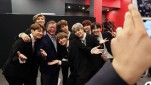 https://thumb.viva.co.id/media/frontend/thumbs3/2020/01/12/5e1afbe276037-presiden-korea-selatan-moon-jae-in-dan-boyband-bts_151_85.jpg