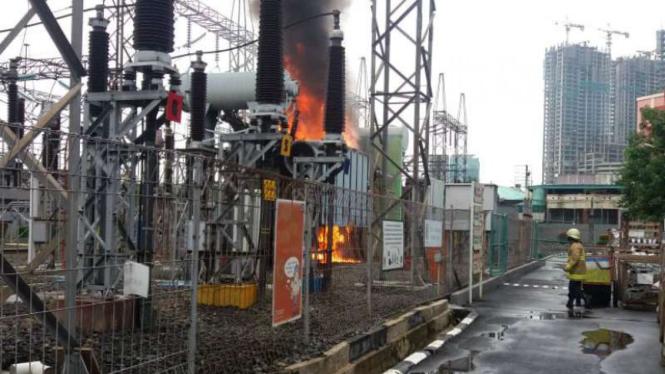 Kebakaran gardu listrik ITC Cempaka Mas.