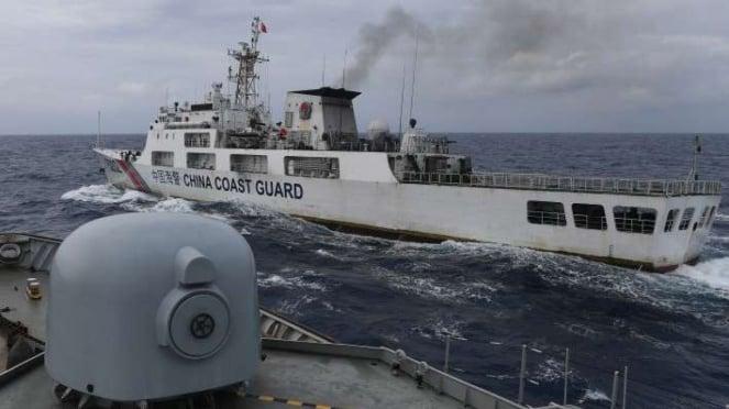 Kapal Coast Guard China-5302 potong haluan KRI Usman Harun di Laut Natuna (11/1)
