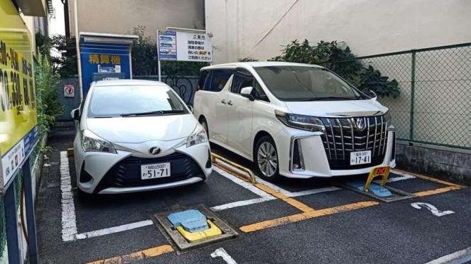 Ilustrasi garasi mobil berbayar di tengah pemukiman warga di Jepang
