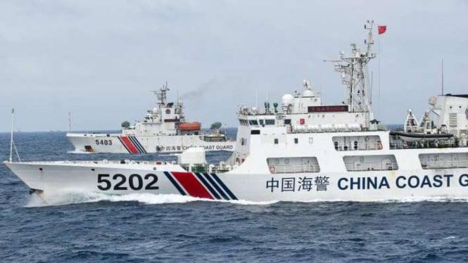Kapal Coast Guard China membayangi KRI Usman Harun di Laut Natuna (11/1/2020)
