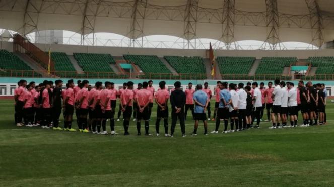 Shin Tae-yong memimpin latihan perdana pada seleksi pemain Timnas Indonesia U-19
