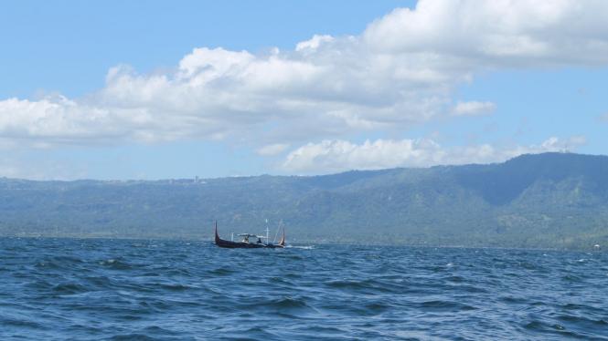 Danau Taal di dekat Gunung Taal