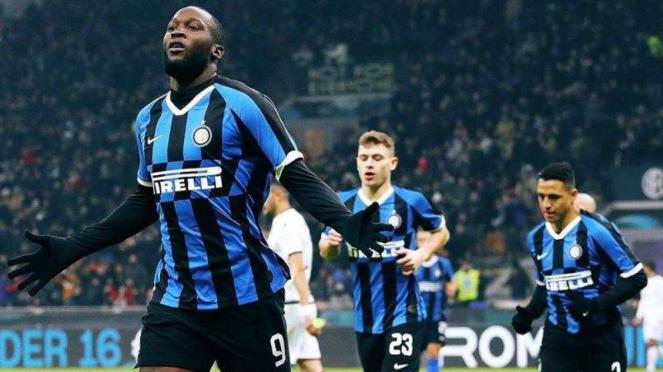 Penyerang Inter Milan, Romelu Lukaku, melakukan selebrasi usai mencetak gol