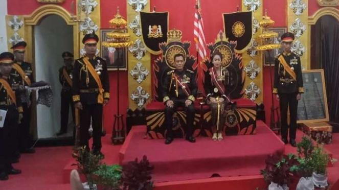Raja Keraton Agung Sejagat, Toto Susanto dan permaisurinya, Fanni Aminadia.