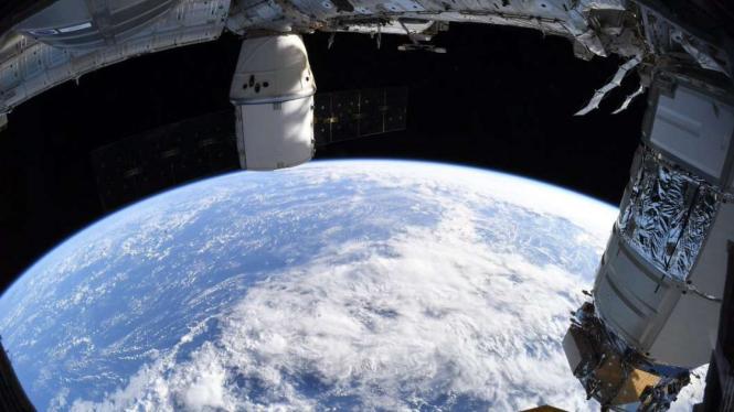 Penampakan bumi yang bulat saat dilihat dari ISS